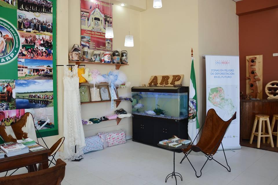 Expo 2015 Stand Enel : Ministerio de justicia :: trabajos de internos e internas son